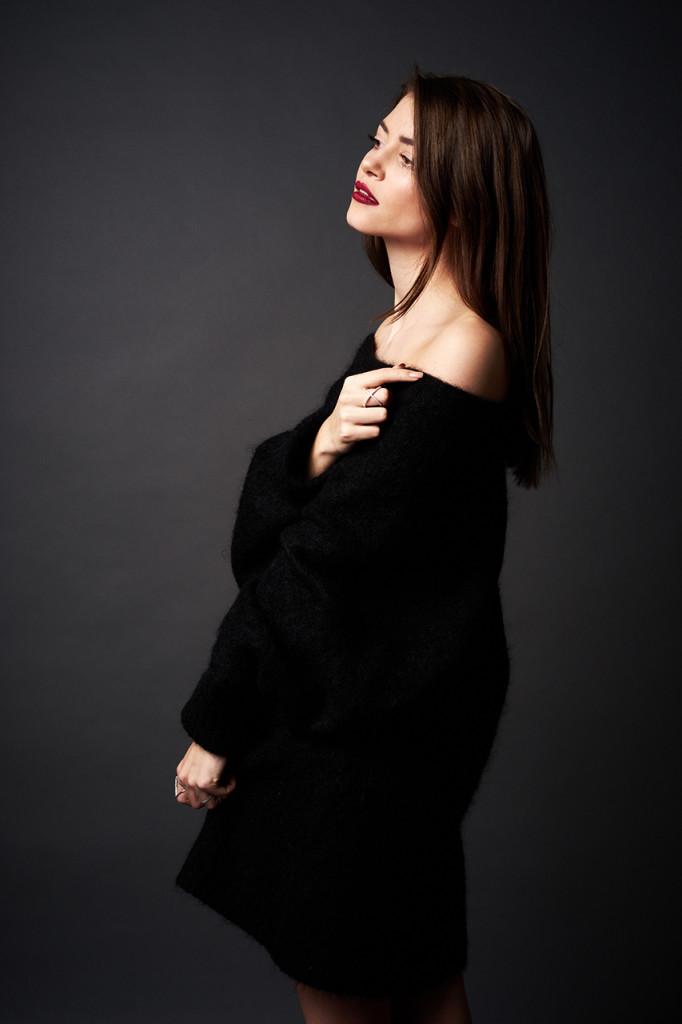 huge-black-knit-nialaya-02